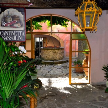 http://www.ristorantecantinettasassolini.com/